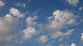 Nuvola e cielo vivi prima della pioggia stock footage
