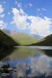 Nuvola e lago Immagini Stock