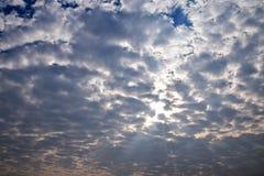 Nuvola e luce solare Fotografie Stock Libere da Diritti