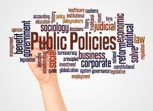Nuvola e mano di parola di ordini pubblici con il concetto dell'indicatore immagini stock