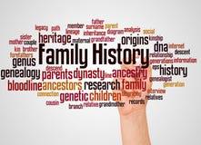 Nuvola e mano di parola di storia della famiglia con il concetto dell'indicatore immagine stock libera da diritti