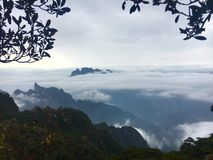 Nuvola e montagna Fotografia Stock