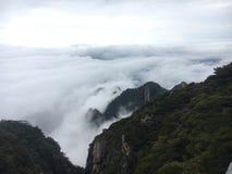 Nuvola e montagna Fotografie Stock Libere da Diritti