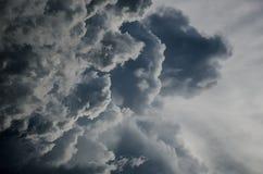 Nuvola e tempesta scure Immagini Stock Libere da Diritti