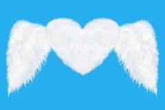 nuvola a forma di del cuore di volo su cielo blu Fotografie Stock Libere da Diritti