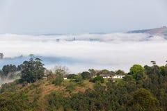 Nuvola Misty Valley Hills Farmland fotografia stock