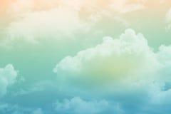 Nuvola molle di fantasia con colore pastello di pendenza immagine stock