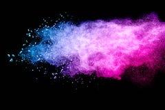 Nuvola multicolore della spruzzata della polvere isolata su fondo nero Immagini Stock Libere da Diritti