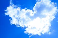 Nuvola nella forma del cuore Immagini Stock