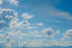 Nuvola su cielo blu Fotografia Stock Libera da Diritti