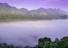 Nuvola sulla montagna Fotografia Stock Libera da Diritti