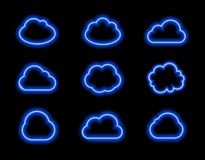 Nuvole al neon messe, luce blu luminosa, icone Colelction di vettore che splende sul fondo scuro royalty illustrazione gratis