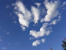 Nuvole allegre fotografie stock libere da diritti