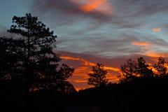 Nuvole arancio ad alba Immagini Stock Libere da Diritti