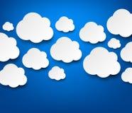 Nuvole bianche di carta sul blu illustrazione di stock