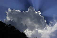 Nuvole brillanti nel Bengala del nord immagine stock