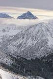 Nuvole in cima di Kasprowy Wierch in Zakopane in Tatras nell'inverno Immagine Stock Libera da Diritti
