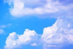 Nuvole con il fondo 171018 0164 del cielo blu Fotografie Stock