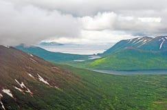 Nuvole costiere sopra le colline dell'isola Fotografia Stock Libera da Diritti