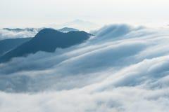 Nuvole dal primo piano delle cascate immagini stock