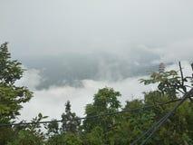 nuvole dalla cima della collina fotografie stock