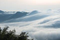 Nuvole dalle cascate fotografia stock libera da diritti