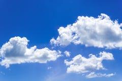 Nuvole del cielo blu Immagine Stock