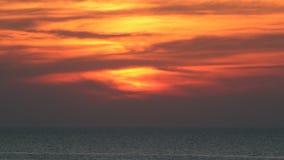Nuvole del mare di tramonto stock footage