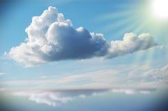 Nuvole del sole del cielo Fotografie Stock
