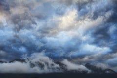 Nuvole della montagna di tramonto Fotografie Stock Libere da Diritti