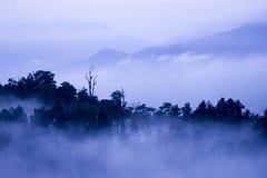 Nuvole delle catene montuose nebbiose guardando dagli altopiani genting Fotografia Stock Libera da Diritti
