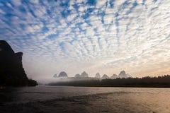 Nuvole di altocumulus di primo mattino immagine stock libera da diritti