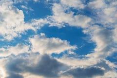 Nuvole di bianco del cielo del fondo Fotografie Stock Libere da Diritti