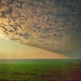 Nuvole di cirrocumulo alla luce di tramonto Immagine Stock Libera da Diritti