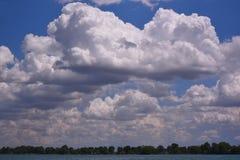 Nuvole di Marine City sopra il lago St Clair Immagine Stock Libera da Diritti