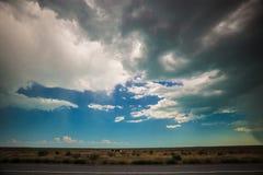 Nuvole di pioggia e pioggia che vengono dalla distanza Fotografie Stock