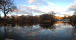 Nuvole di riflessioni del lago central Park Fotografia Stock Libera da Diritti