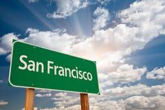 Nuvole di San Francisco Green Road Sign Over Fotografia Stock Libera da Diritti