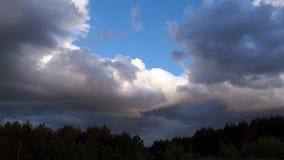 Nuvole di tempesta in cielo Immagini Stock