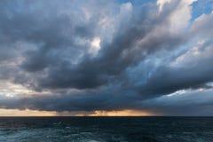 Nuvole di tempesta d'avvicinamento Fotografie Stock Libere da Diritti