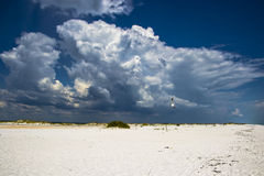 Nuvole di tempesta distanti Immagini Stock