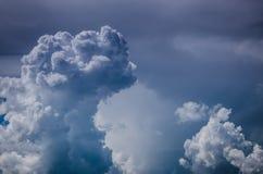 Nuvole di tempesta nel cielo Fotografie Stock