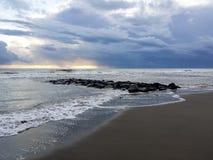 Nuvole di tempesta sul mare blu Fotografia Stock Libera da Diritti