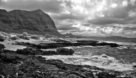 Nuvole di tempesta sulla costa di sopravvento di Oahu, Hawai Fotografie Stock