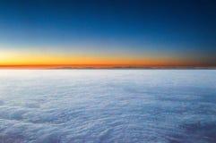 Nuvole di tramonto nel cielo immagine stock