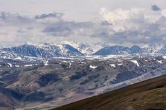 Nuvole di vista aerea della valle delle montagne Fotografie Stock Libere da Diritti