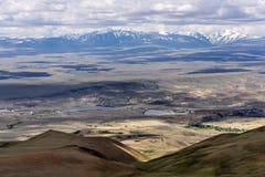 Nuvole di vista aerea della valle delle montagne Immagini Stock Libere da Diritti