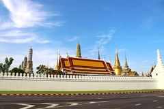 Nuvole di Wat Phra Kaew Bangkok Thailand del paesaggio e bella mattina del cielo fotografia stock
