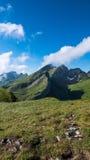 Nuvole dietro la montagna in Svizzera Fotografia Stock