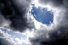 Nuvole drammatiche del cielo del lago Erhai a Dali City il Yunnan, porcellana Immagine Stock Libera da Diritti